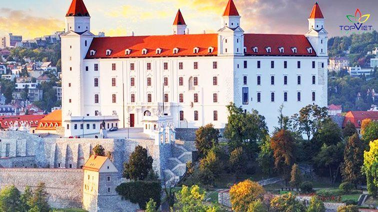 Lâu-đài-Bratislava-top-viet-travel