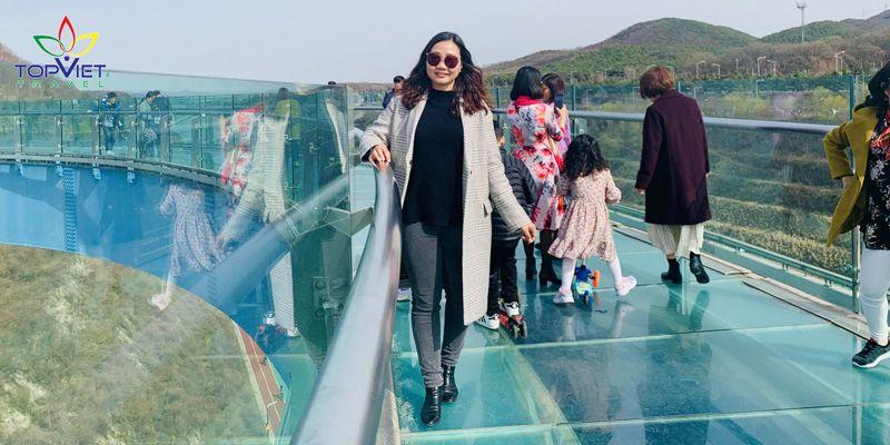 cầu kính hàn quốc cùng top viet travel