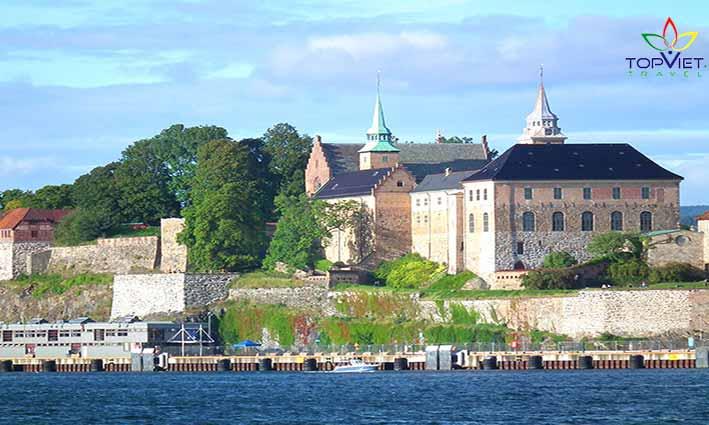 akershus-top-viet-travel